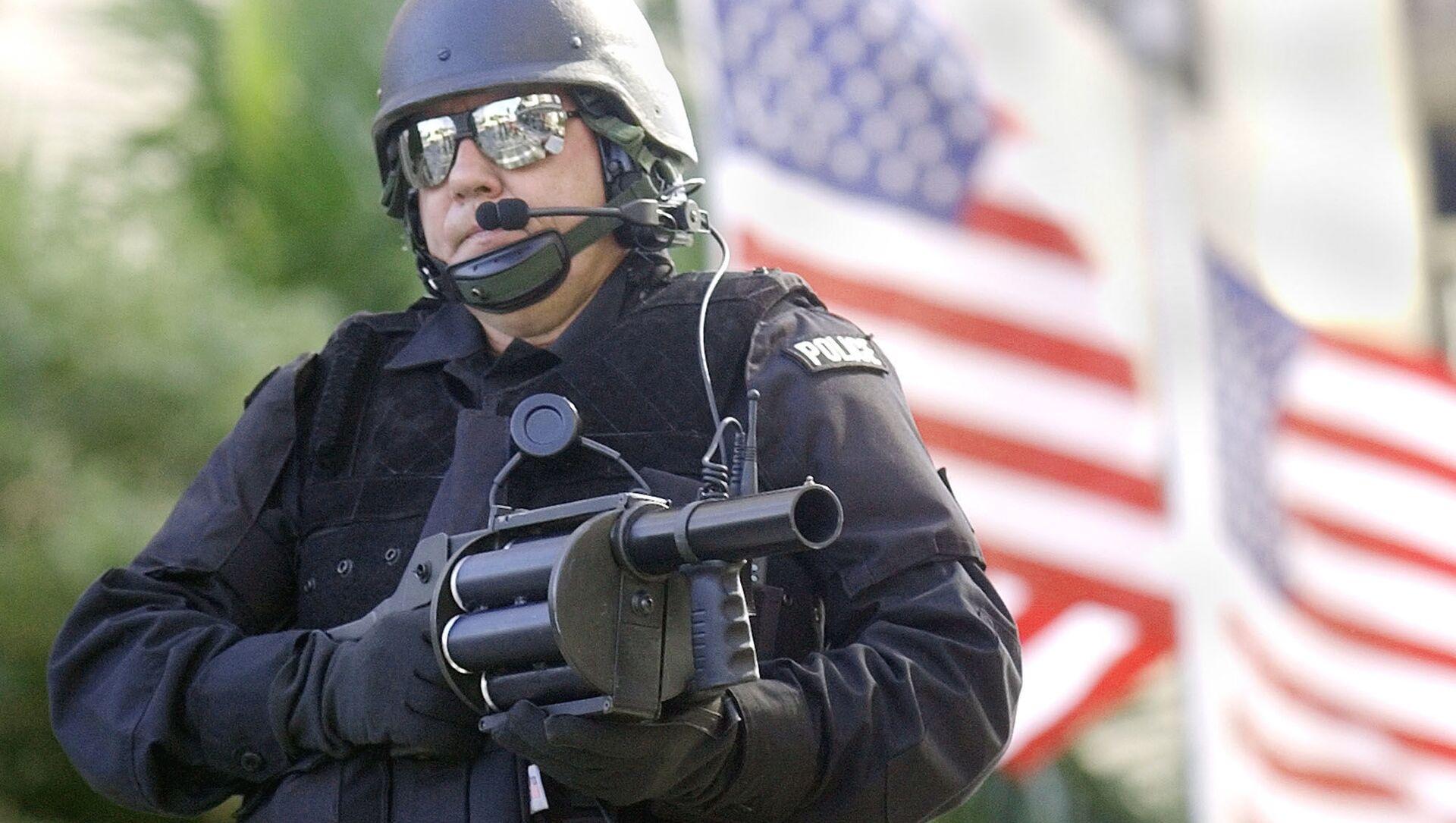 Uzbrojony amerykański policjant - Sputnik Polska, 1920, 21.03.2021