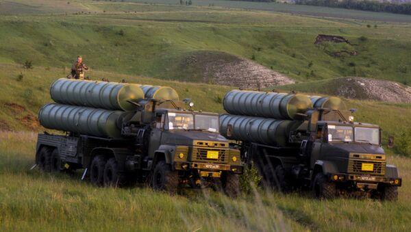 Rakietowe systemy przeciwlotnicze S-300 Faworit w czasie manewrów - Sputnik Polska