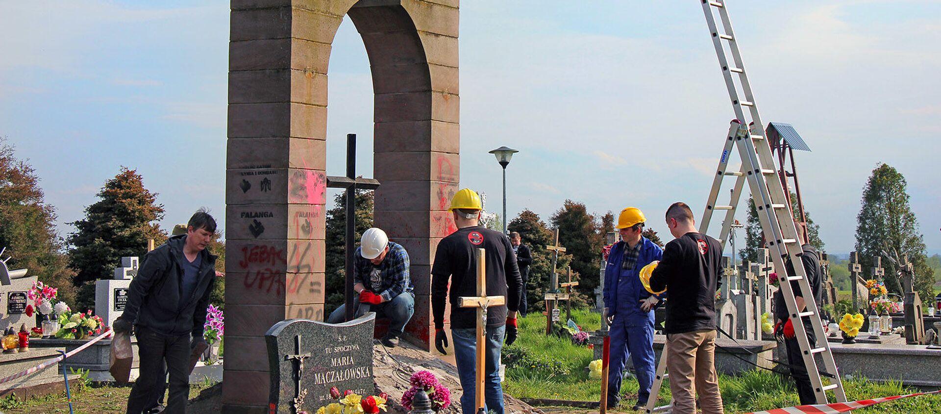 Demontaż pomnika UPA w Hruszowicach - Sputnik Polska, 1920, 19.02.2021