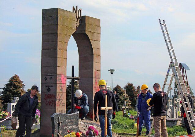 Demontaż pomnika UPA w Hruszowicach