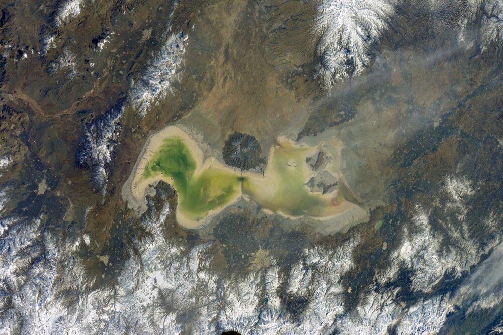 Jezioro Urmia w Iranie widziane z kosmosu