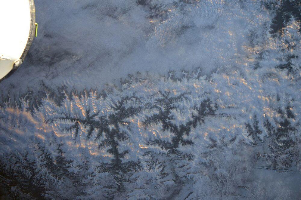 Główny Grzbiet Kaukaski widziany z kosmosu