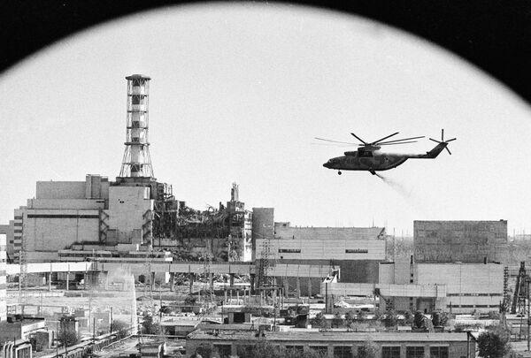 Odkażanie radioaktywne elektrowni jądrowej w Czarnobylu - Sputnik Polska