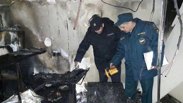 Pracownicy policji i MSN na miejscu pożaru na porodówce w Ufie - Sputnik Polska