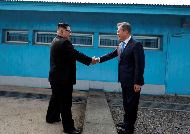 HIstoryczne spotkanie lidera Korei Północnej Kim Dzong Una z liderem Korei Południowej Moon Jae-in