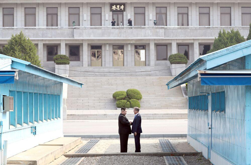 Prezydent Korei Południowej Moon Jae-ina i lider KRLD Kim Dzong Un