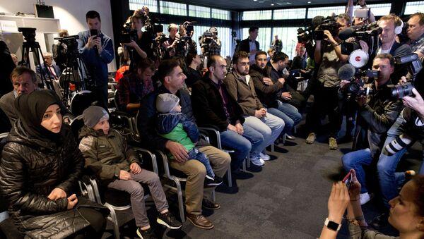 Świadkowie rzekomego ataku chemicznego w syryjskiej Dumie podczas konferencji w Hadze - Sputnik Polska