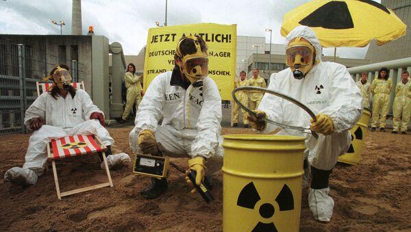 Aktywiści Greenpeace niedaleko elektrowni jądrowej w Lingen - Sputnik Polska