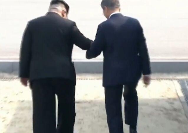 Historyczne spotkanie prezydenta Korei Południowej Moon Jae-ina i lidera KRLD Kim Dzong Una