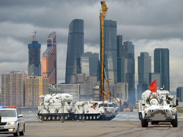 Przygotowania sprzętu do próby parady wojskowej - Sputnik Polska