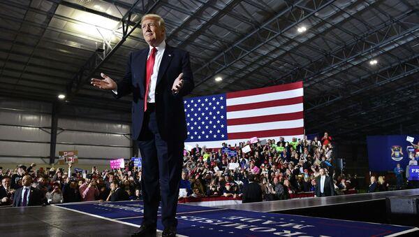 Prezydent USA Donald Trump na wiecu w Michigan - Sputnik Polska