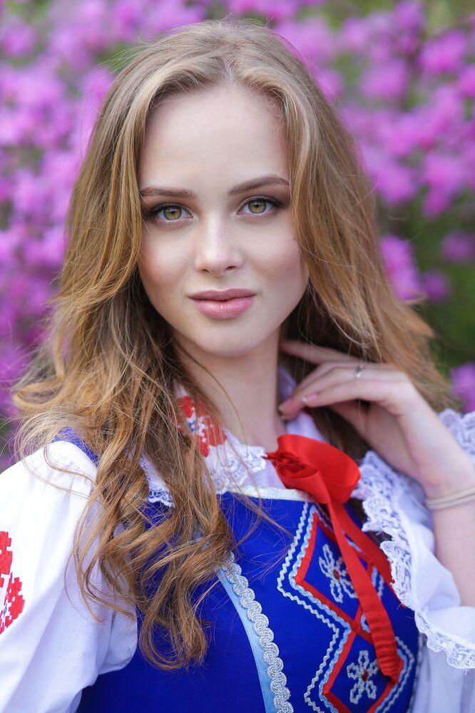 Uczestniczka konkursu piękności Królowa wiosna Białorusi Włada Wodianowa