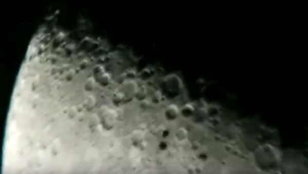 Astronom amator nagrał dziwne obiekty, które przeleciały w pobliżu Księżyca. - Sputnik Polska