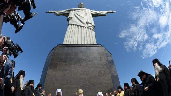 Patriarcha Cyryl obok pomnika Chrystusa Odkupiciela w Rio de Janeiro - Sputnik Polska