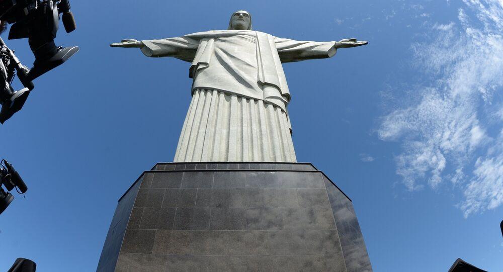 Patriarcha Cyryl obok pomnika Chrystusa Odkupiciela w Rio de Janeiro