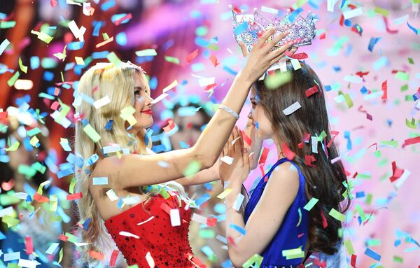 """Miss Rosja 2018 Julia Poliachiczyna (Czuwaszja) na ceremonii wręczenia nagród w finale konkursu """"Miss Rosja 2018"""" w sali koncertowej """"Barwicha"""" - Sputnik Polska"""
