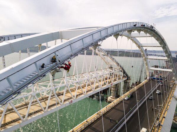 Budowa Mostu Krymskiego i podjazdów samochodowych ze strony Tamani - Sputnik Polska