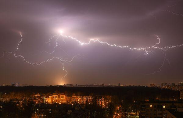 Wiosenna burza w Moskwie - Sputnik Polska