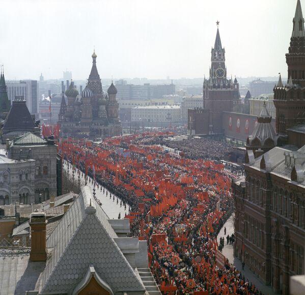 Pierwszomajowa demonstracja na Placu Czerwonym, 1 maja 1976 r. - Sputnik Polska