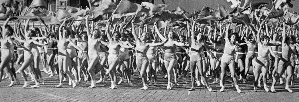 Parada sportowa na Placu Czerwonym, Święto Pracy, 1936 r. - Sputnik Polska