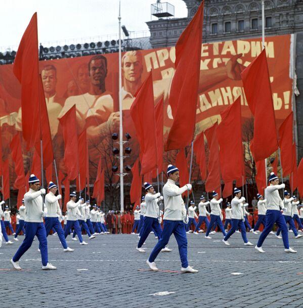 Parada Sportowców na Placu Czerwonym w Moskwie, 1 maja 1972 r. - Sputnik Polska