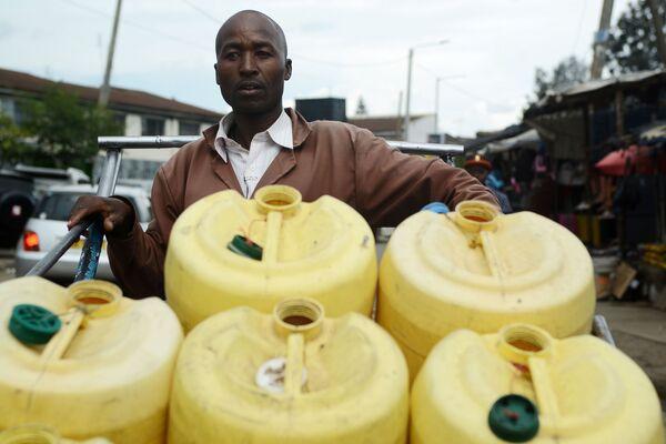 Samson Muli, 42-letni sprzedawca wody z Nairobi - Sputnik Polska