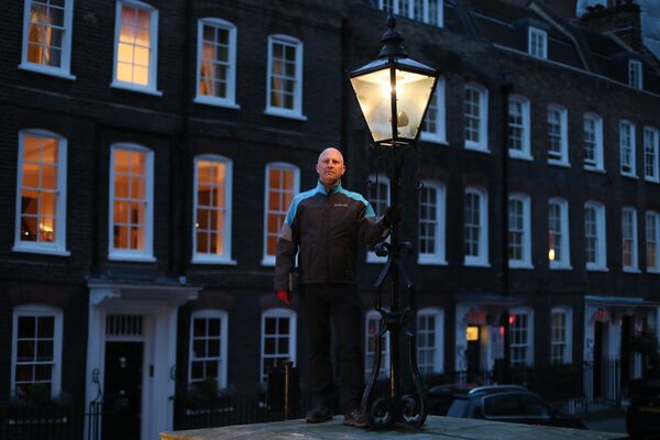 Iain Bell - naprawiacz gazowych latarni z Londynu - Sputnik Polska