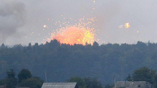 Pożar i eksplozje w składach amunicji w pobliżu miasta Kalinowka, obwód Winnicki, Ukraina. Zdjęcie archiwalne - Sputnik Polska