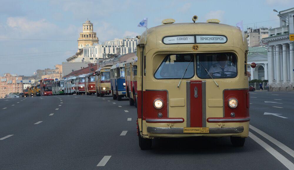 Defilada rarytasowych autobusów w Moskwie