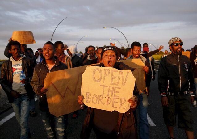 Imigranci z Afryki protestują w Calais, Francja