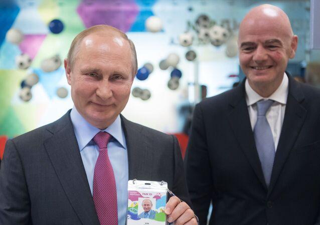 Władimir Putin z paszportem kibica, MŚ 2018