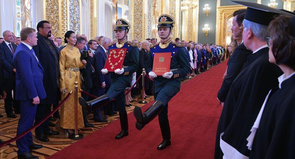 Żołnierze Pułku Prezydenckiego na ceremonii inauguracji prezydenta Rosji Władimira Putina w Wielkim Pałacu Kremlowskim