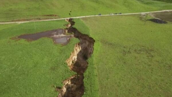 Gigantyczne pęknięcie w pobliżu miasteczka Rotorua w Nowa Zelandia - Sputnik Polska
