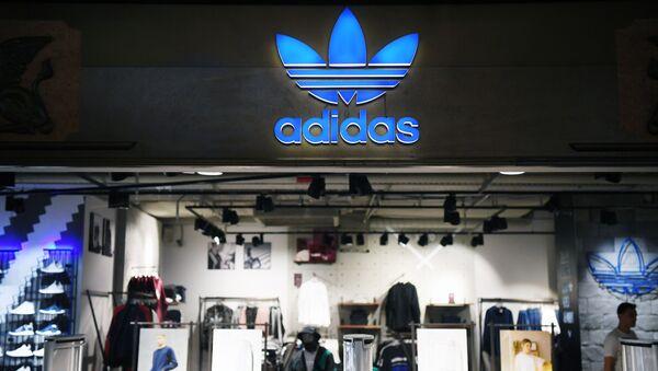 Sklep odzieżą sportową Adidas w centrum handlowym w Moskwie - Sputnik Polska