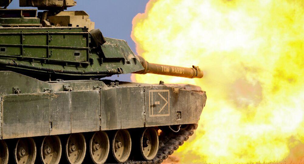 """Amerykański czołg M1 """"Abrams"""" podczas ćwiczeń wojskowych"""