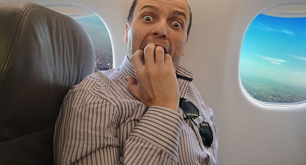 Osoba cierpiąca na lęk przed lataniem