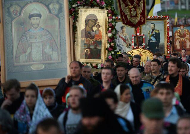Prawosławni w czasie pielgrzymki na cześć ostatniego rosyjskiego cara Mikołaja II i członków jego rodziny w Jekaterynburgu
