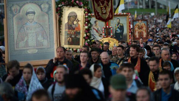 Prawosławni w czasie pielgrzymki na cześć ostatniego rosyjskiego cara Mikołaja II i członków jego rodziny w Jekaterynburgu - Sputnik Polska