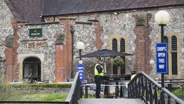 Policja zakończyła prace w zasadzie wszędzie, gdzie w mieście Salisbury mogły być odnalezione dowody w sprawie Skripalów - Sputnik Polska