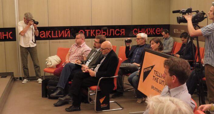Polska delegacja na konferencji prasowej w siedzibie Sputnika w Moskwie