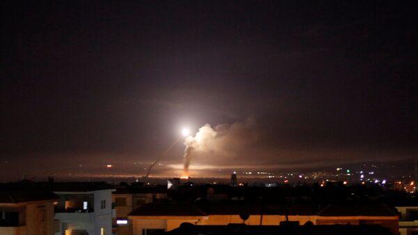 Widok z Damaszku na ostrzał rakietowy - Sputnik Polska