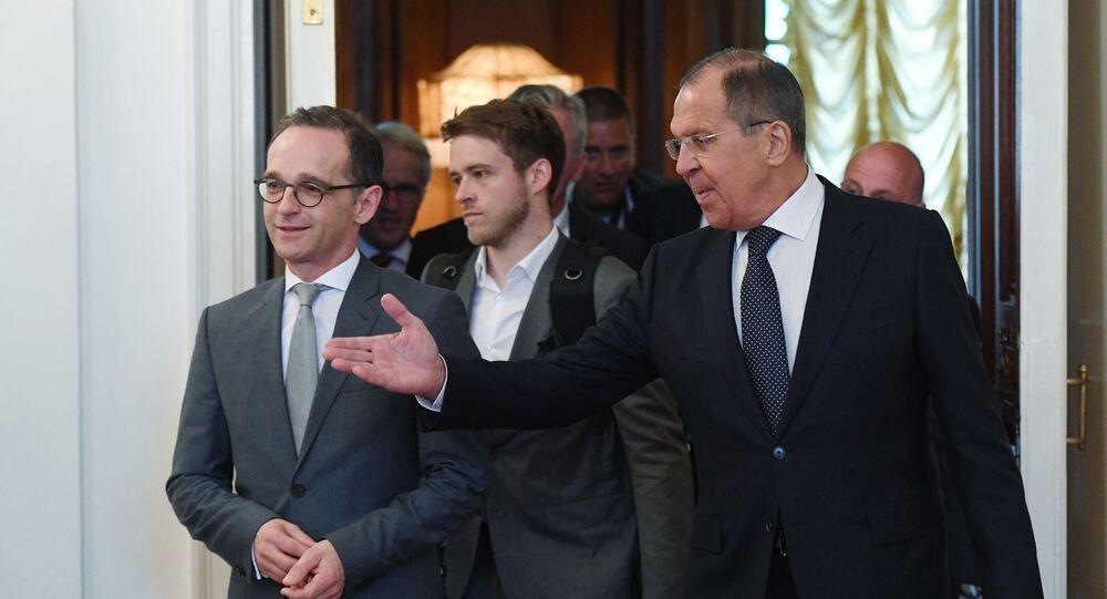 Szef MSZ Niemiec Heiko Maas i minister spraw zagranicznych Rosji Siergiej Ławrow podczas spotkania w Domu Przyjęć MSZ Rosji