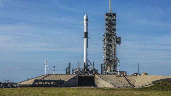 Rakieta nośna Falcon-9 firmy SpaceX w Centrum Kosmicznym im. Johna F. Kennedyego na przylądki Canaveral na Florydzie - Sputnik Polska