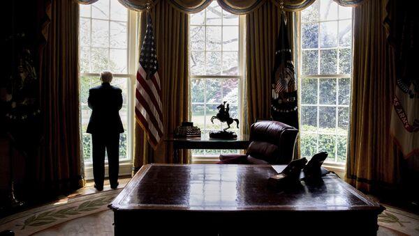 Prezydent USA Donald Trump w Gabinecie Owalnym w Waszyngtonie - Sputnik Polska