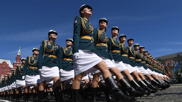 Kursantki Uniwersytetu Wojskowego Ministerstwa Obrony Rosji na defiladzie wojskowej z okazji 73. rocznicy Zwycięstwa w Wielkiej Wojnie Ojczyźnianej - Sputnik Polska