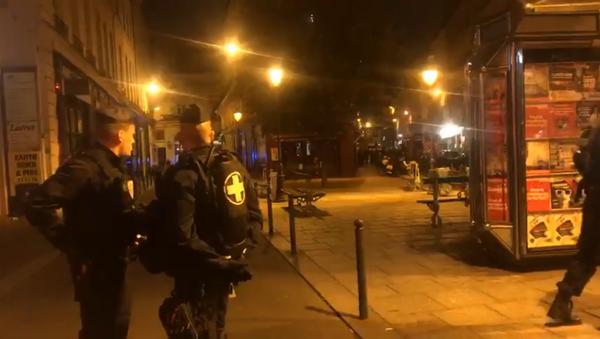 Paryska policja w miejscu, gdzie 12 maja doszło do ataku nożownika - Sputnik Polska
