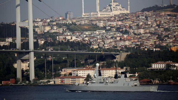 Okręt HMS Duncan w cieśninie Bosfor - Sputnik Polska