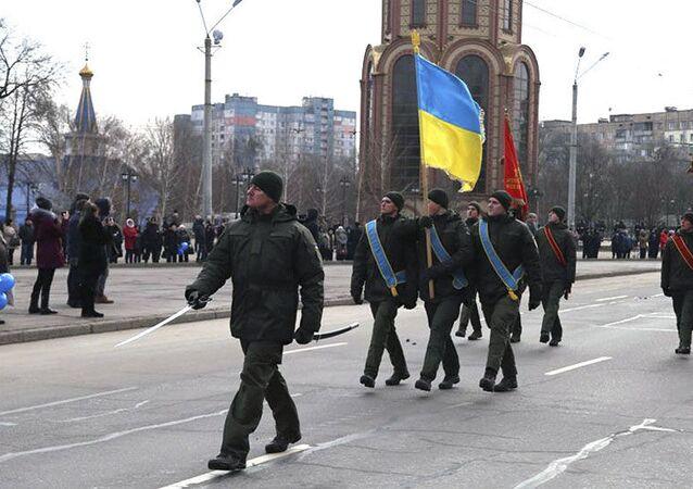 Wojskowi Gwardii Narodowej Ukrainy podczas uroczystości z okazji rocznicy wyzwolenia miasta Krzywy Róg