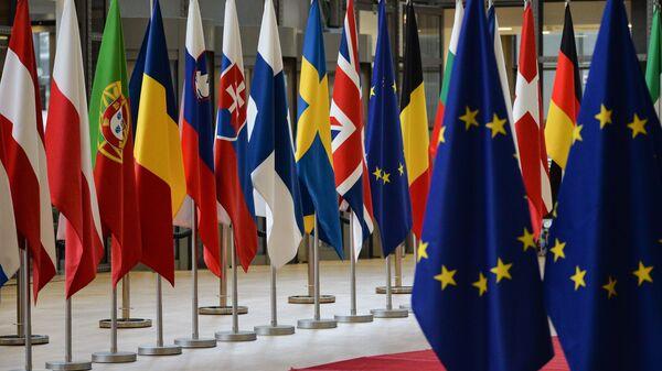 Flagi państw członkowskich szczytu UE w Brukseli - Sputnik Polska