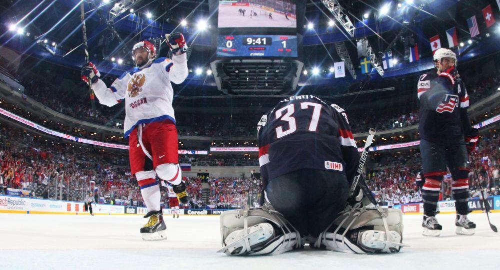 Aleksander Owieczkin w meczu o półfinał Mistrzostw Świata 2015 między USA a Rosją
